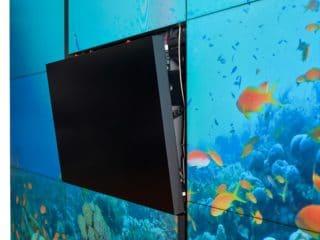LCD-Videowand-Modulsystem UniSee von Barco