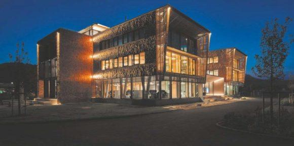Außenbeleuchtung des neuen Verwaltungsgebäudes der Bora Vertriebs GmbH & Co KG