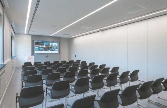 """Der Seminarraum entsteht, wenn der """"Kursraum groß"""" geteilt wird."""