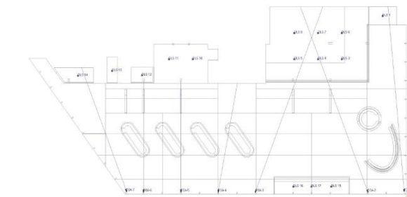 Grundriss des Foyers mit Lautsprecherpositionen. Zusätzlich wurden zu den Hauptlautsprechern für die Bereiche der Garderoben und der abgehenden Gänge noch Deckenlautsprecher (DLS) vorgesehen