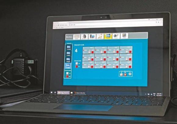 Steuer-Software läuft im CFOspace auf einem Laptop