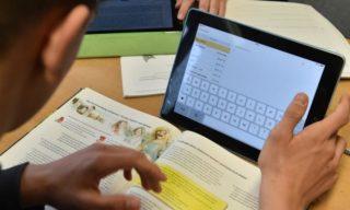 Längst haben moderne Tablets Einzug in den Schulen gehalten. Der Landkreis trägt dieser Entwicklung Rechnung.