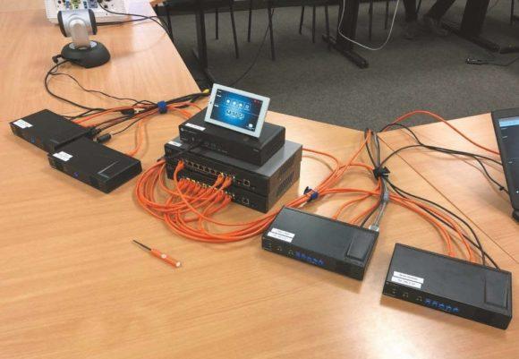 Konferenzraumlösung Velocity Touch-Panels OmniStream Decoder