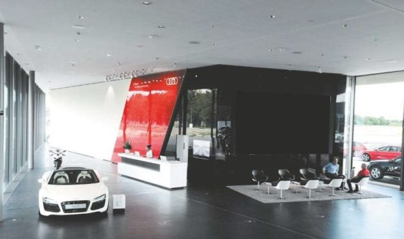 2014: 16er 3D-Wall im Kundencenter des Audi driving experience center Neuburg