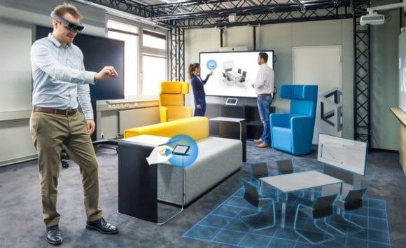 Ein BIT-Mitarbeiter von macom demonstriert die VR-Anwendung macomRoom