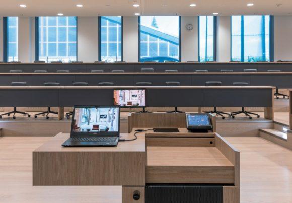 Blick vom Teacher Desk in einen der Harvard-Räume