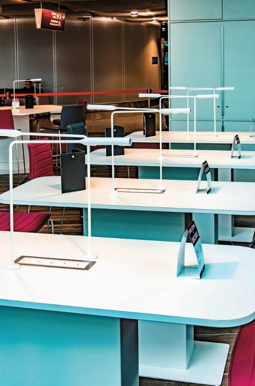 Web-Corner Kindermann Tischtanks, ein leistungsstarkes WLAN und eine Kaffeeflatrate