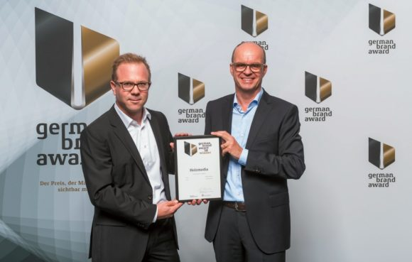 Holzmedia-Geschäftsführer Manuel Holz (links) und Peter Möller bei der Preisverleihung des German Brand Awards 2018