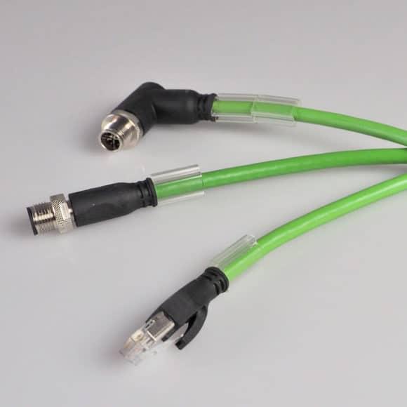 Neu im Katalog: Industrial Ethernet-Patchkabel mit angespritzten RJ45- und M12-Steckern.