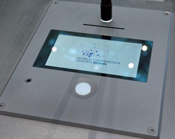 Retrofit: Sprechstellenausführungen mit Slots für RFID-Karten und integrierten videofähigen Touchscreen-Displays