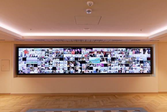 Eine interaktive 6 x 2 Splitwand ermöglicht die Bedienung der gesamten Bildwand wie bei einem Smartphone.