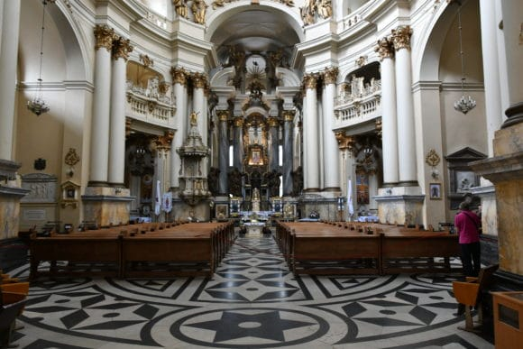 Die Lemberger Dominikaner Kathedrale wird wie viele andere öffentliche Räume in Lemberg mit Technik von Vellez beschallt