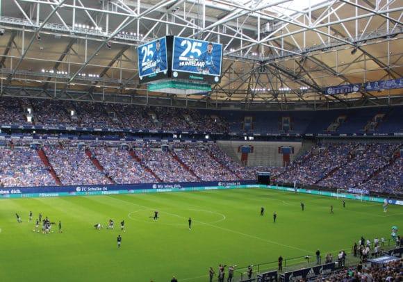 """Videowürfel mit UPix """"10 mm Pixel-Pitch""""-Modulen in der Veltins Arena auf Schalke"""