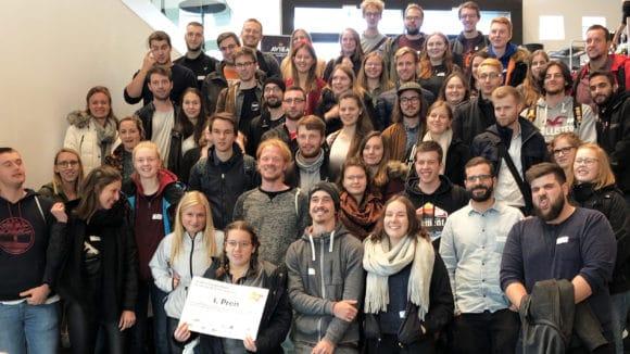Gruppenbild der etwa 70 angereisten Studierenden der THM Giessen des Studiengangs Eventmanagement und Eventtechnik
