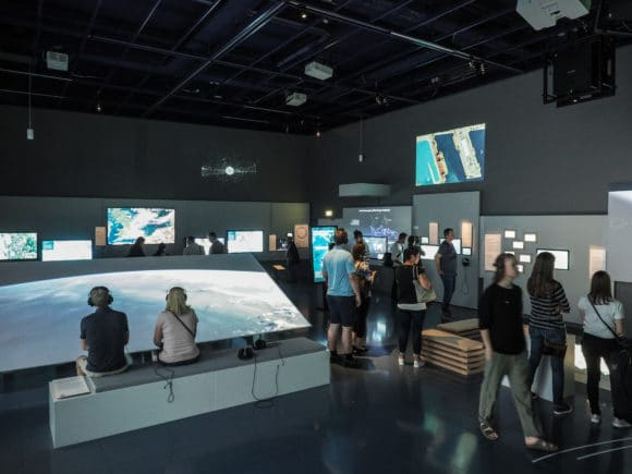 "Ausstellungsbereich ""Global Shift"" des Ars Electronica Centers (AEC)"