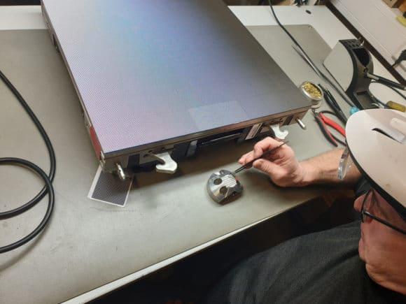 Reperaturarbeit an einer Panele