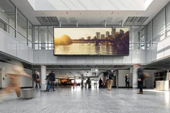 LED-Wall-Installation am Frankfurter Flughafen