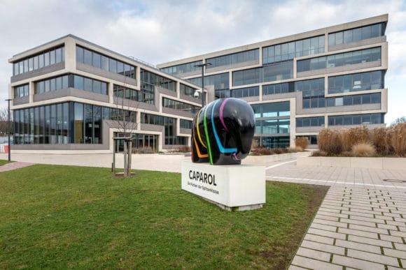 Figur des Caparol-Elefanten vor dem DAW-Neubau