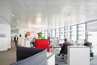 Vodafone Open Space Office Germany. Moderne Grossraumbueros in der Deutschlandzentrale von Vodafone in Duesseldorf. 24.06.2015