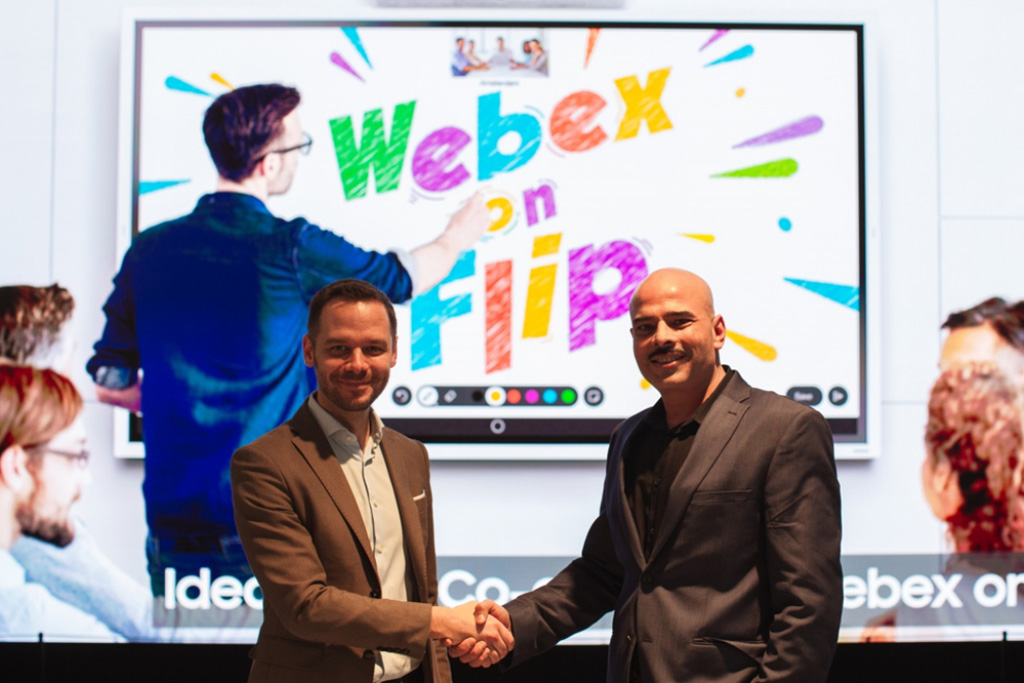 Ben Holmes, Head of Marketing and Signage Strategy bei Samsung Europe (links) und Sandeep Mehra, Vice President und General Manager von Webex Rooms