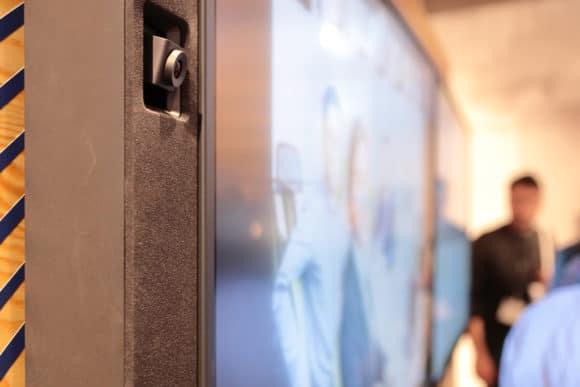 Integrierte Kamera im Displayrahmen