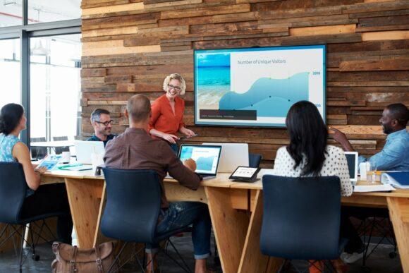 AirMedia wird in einem Huddle-Room benutzt