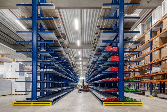 Lichtbandsystem Modario von Siteco im Logistikzentrum der Bork GmbH & Co. KG