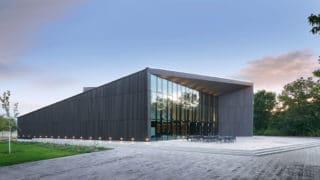 Der Tauberphilharmonie-Neubau in Weikersheim mit fünfeckiger Gebäudestruktur