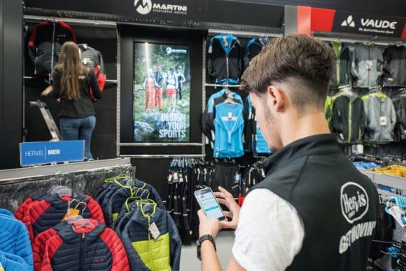 Integration von Smartphones im Digital-Signage-System im Retail
