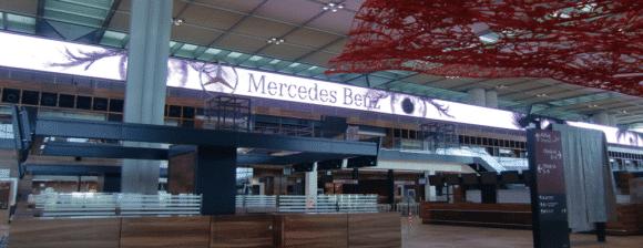 LED-Anzeige-Wall im Flughafen BER