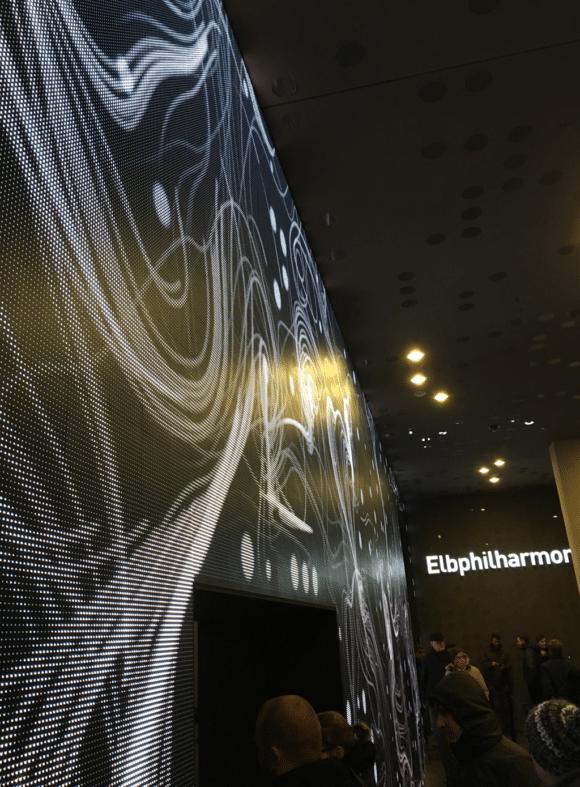 LED-Stripes im Eingangsbereich der Elbphilharmonie