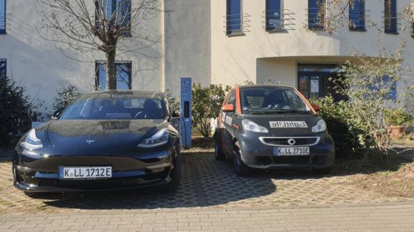elektrischer Fuhrpark von Lightlife mit Smart und Tesla Model 3