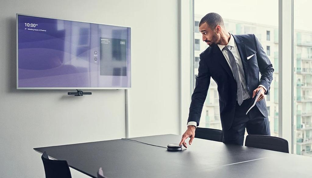 Mann im Konferenzraum