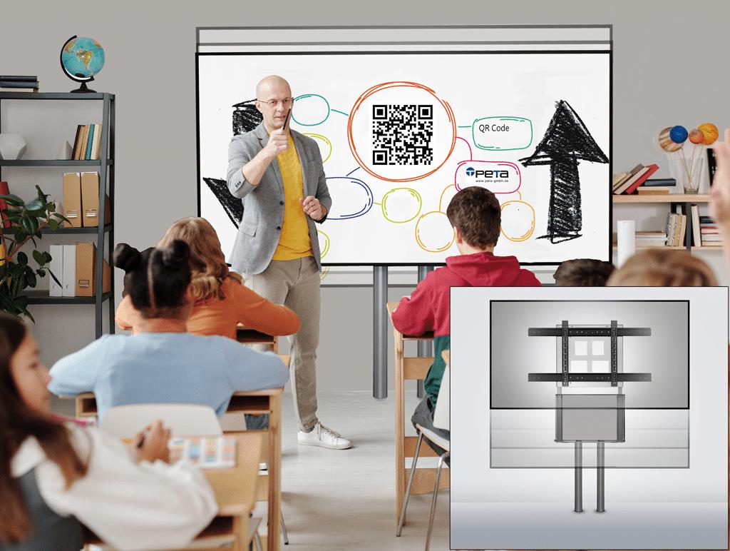 Lehrer steht vor einer Wandhalterung in einem Klassenraum mit Schüler:innen