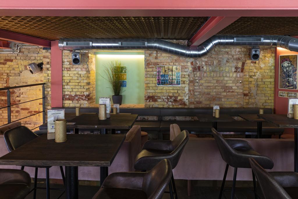 Genelec Audiosystem in einer Bar