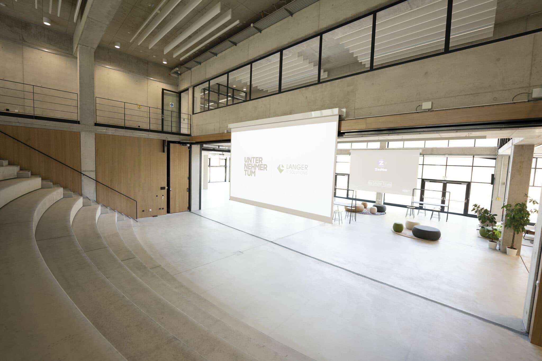 Lern-Arena mit Leinwand